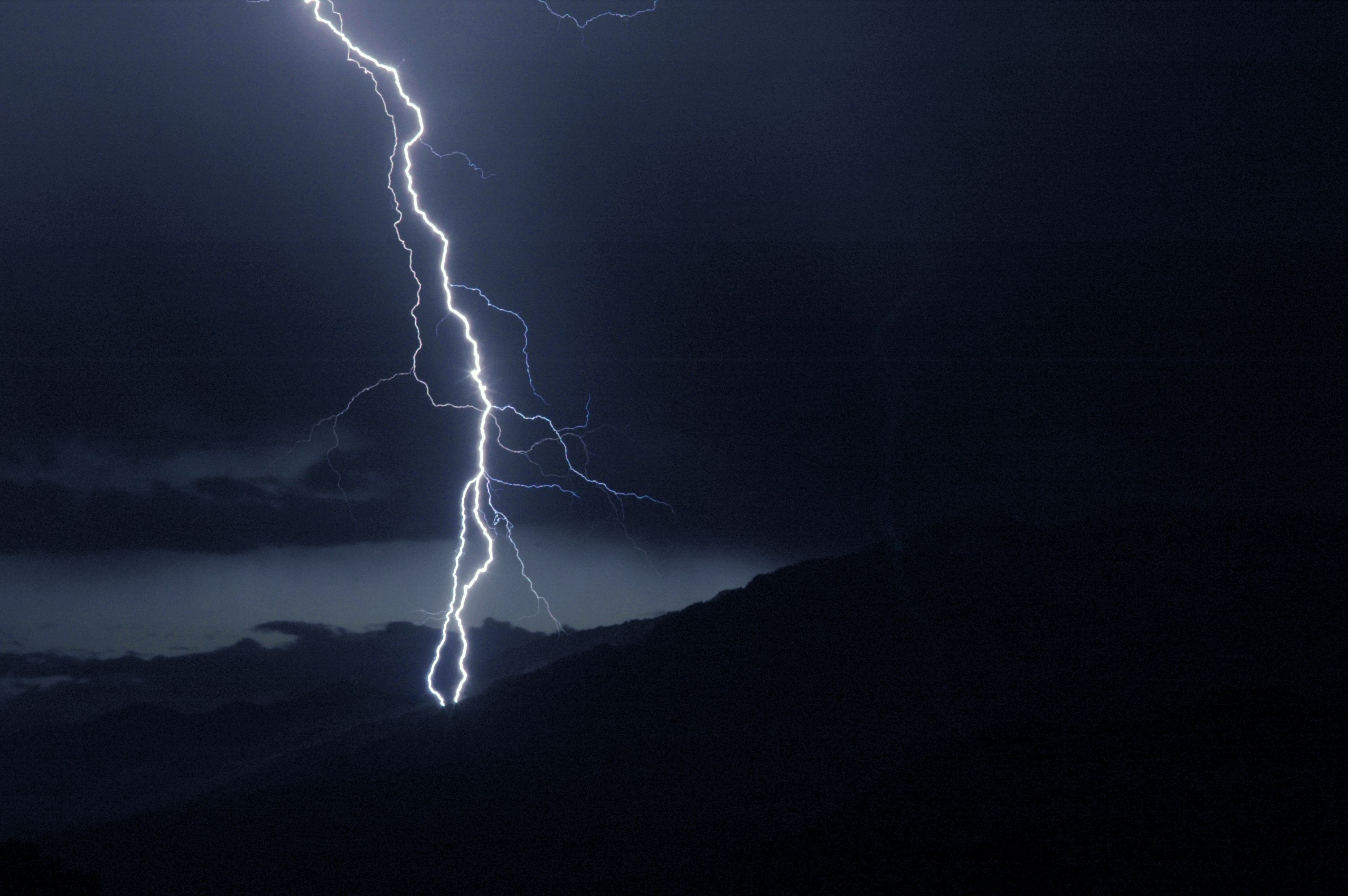 forked lightning vs lightning storm hearthstone hearthstone the
