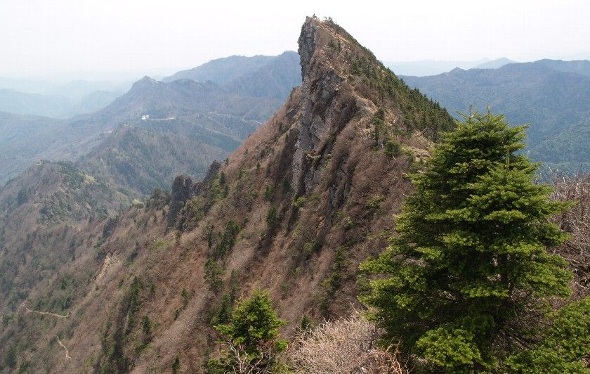 The peak of Tengu-dake, the highest peak of Mount Ishizuchi (石鎚山), Ishizuchi-san is the tallest peak in western Japan.