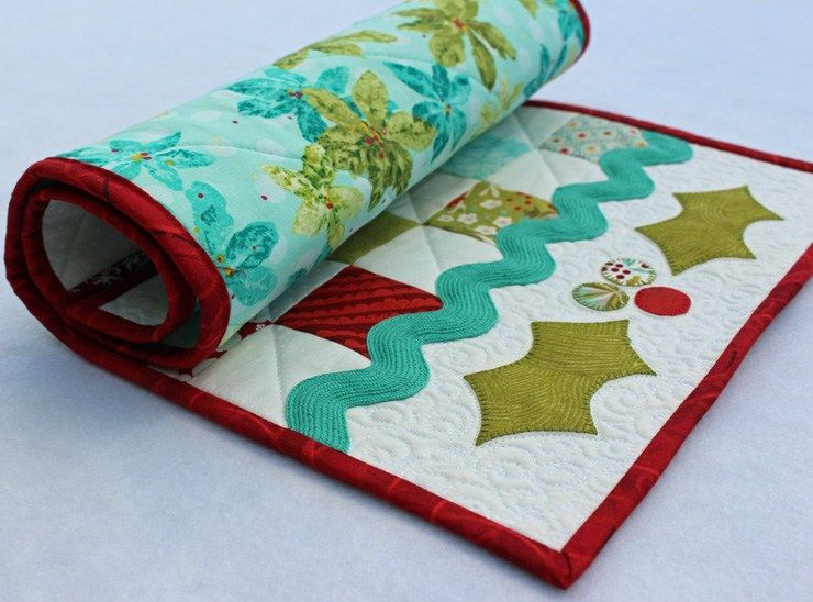 Christmas Holly Table Runner Tutorial @ The Crafty Quilter