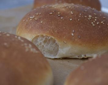 Burger Buns nach King Arthur Flour