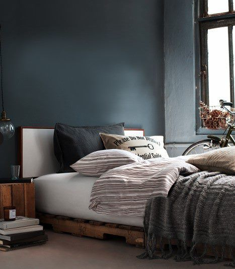 bed on pallets- for whatever bizarre reason, I like the idea of
