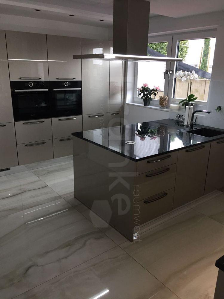 Küchenidee mit großformatigen polierten Fliesen #fliesen #großformat - ideen für küchenspiegel