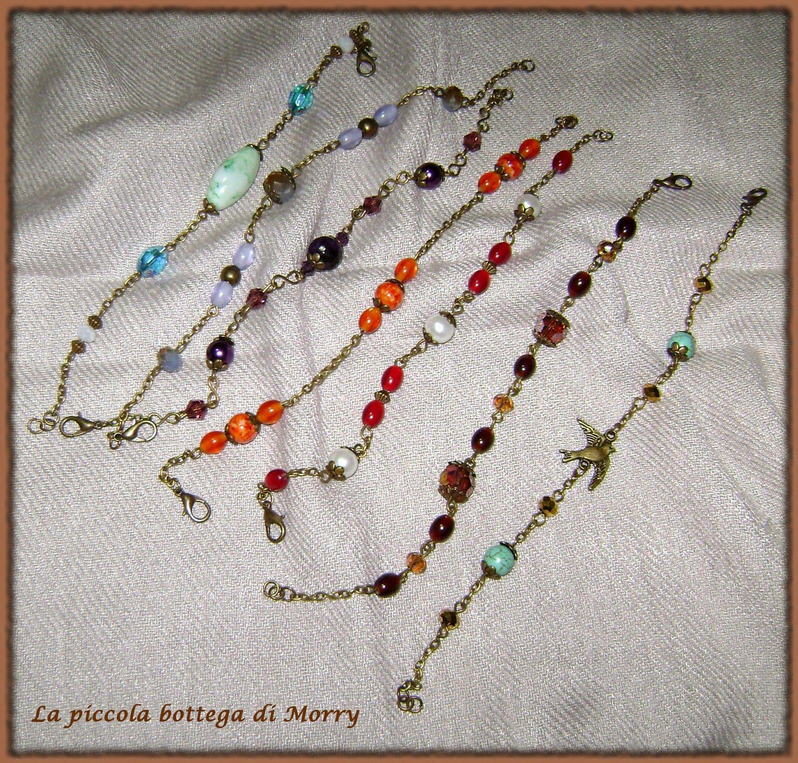Bracciali vintage con catena e perle varie.