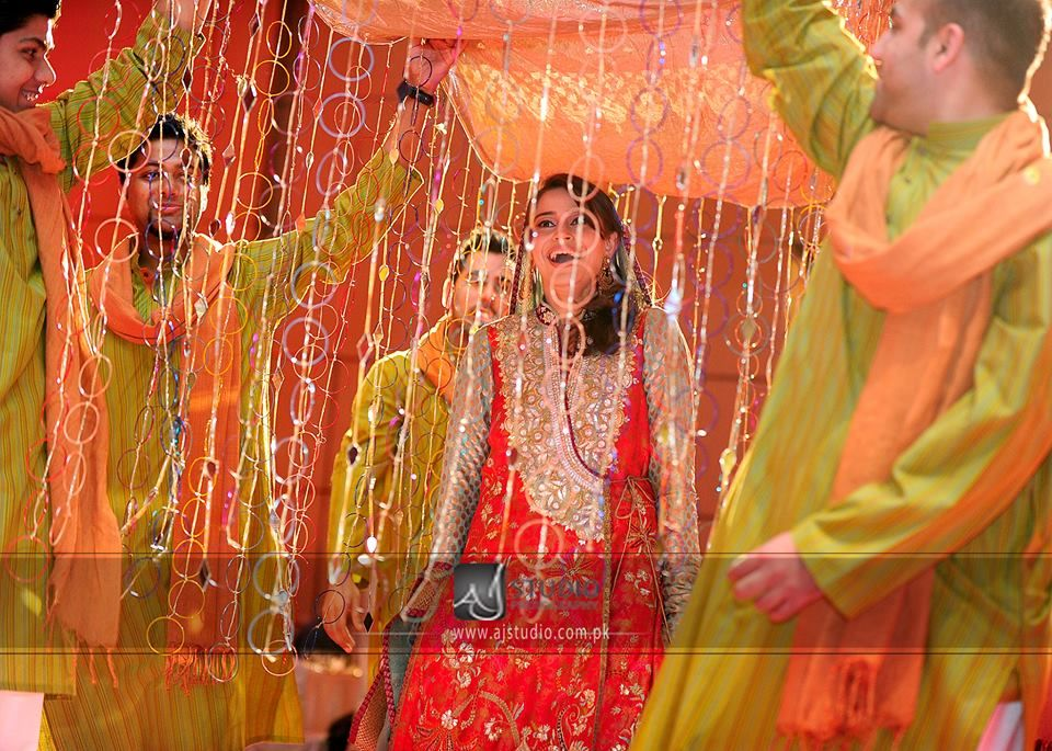 Mehndi Bride Entrance S : Life is worth living as long it filled with laughter