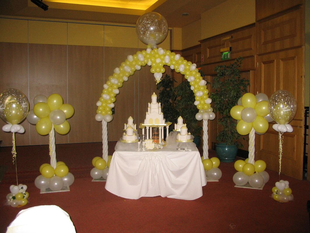 Balloon arch for wedding - Yellow And White Balloon Arch And Columns