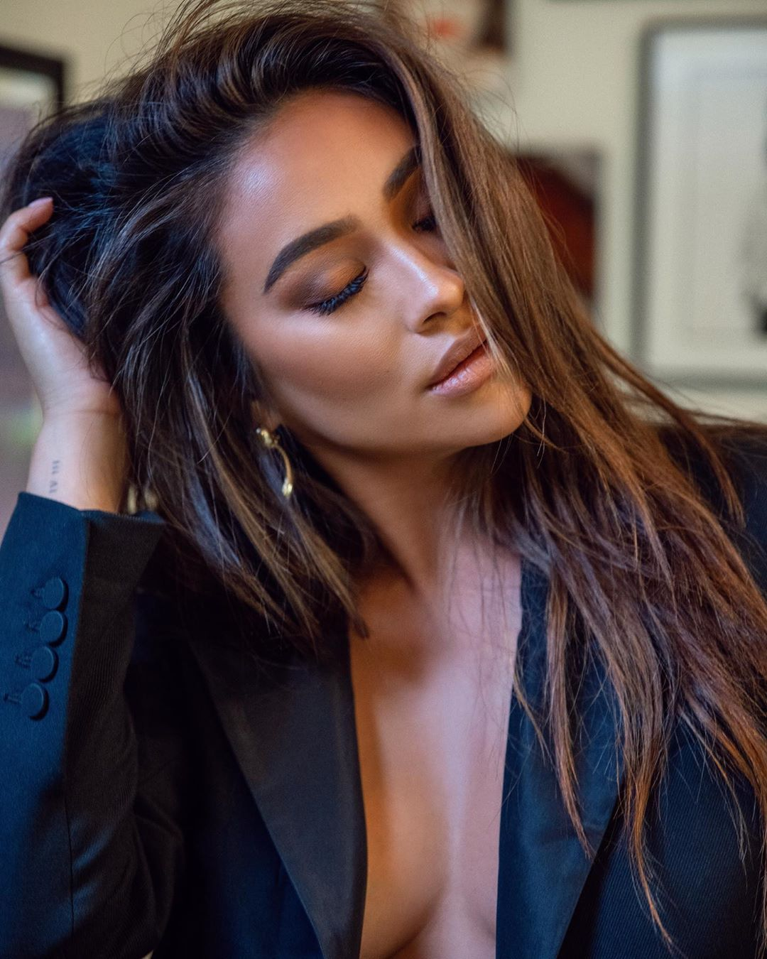 Shay Mitchell On Instagram Does No Shoes No Shirt No Service Still Apply If I Put A Suit Jacket On In 2020 Shay Mitchell Hair Shay Mitchell Hair Styles