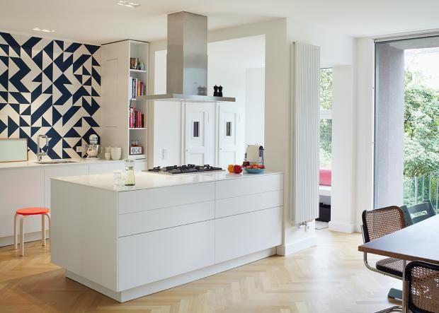 Modernisiertes Reihenhaus : Küche als Raum im Raum | Architecture ...