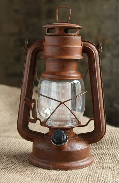 Battery Operated Vintage Style Dimmable Rusty Lantern With 12 Led S Battery Operated Lanterns Battery Operated Lamps Old Lanterns