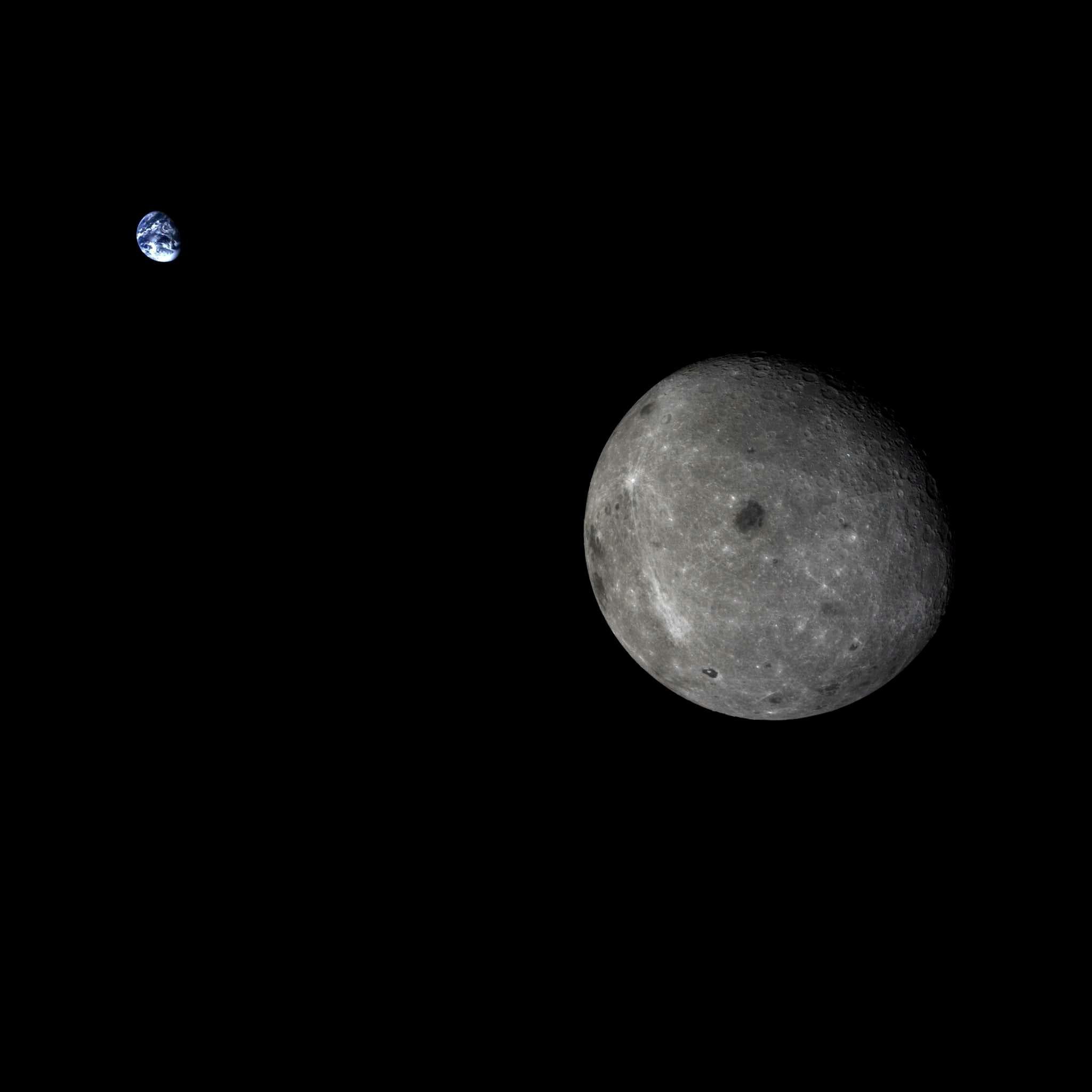 La Terre et la face cachée de la Lune dans une même photo : http://goo.gl/dmsBeo
