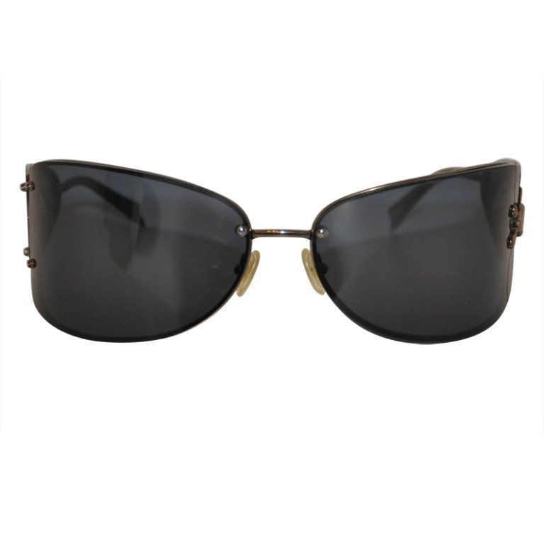 e1b72b6250bfd For Sale on - These wonderfully wicked  limited edition  wrap-around   Skulls  sunglasses has detailing around the skull to appear as  Cracked  Glass on one ...
