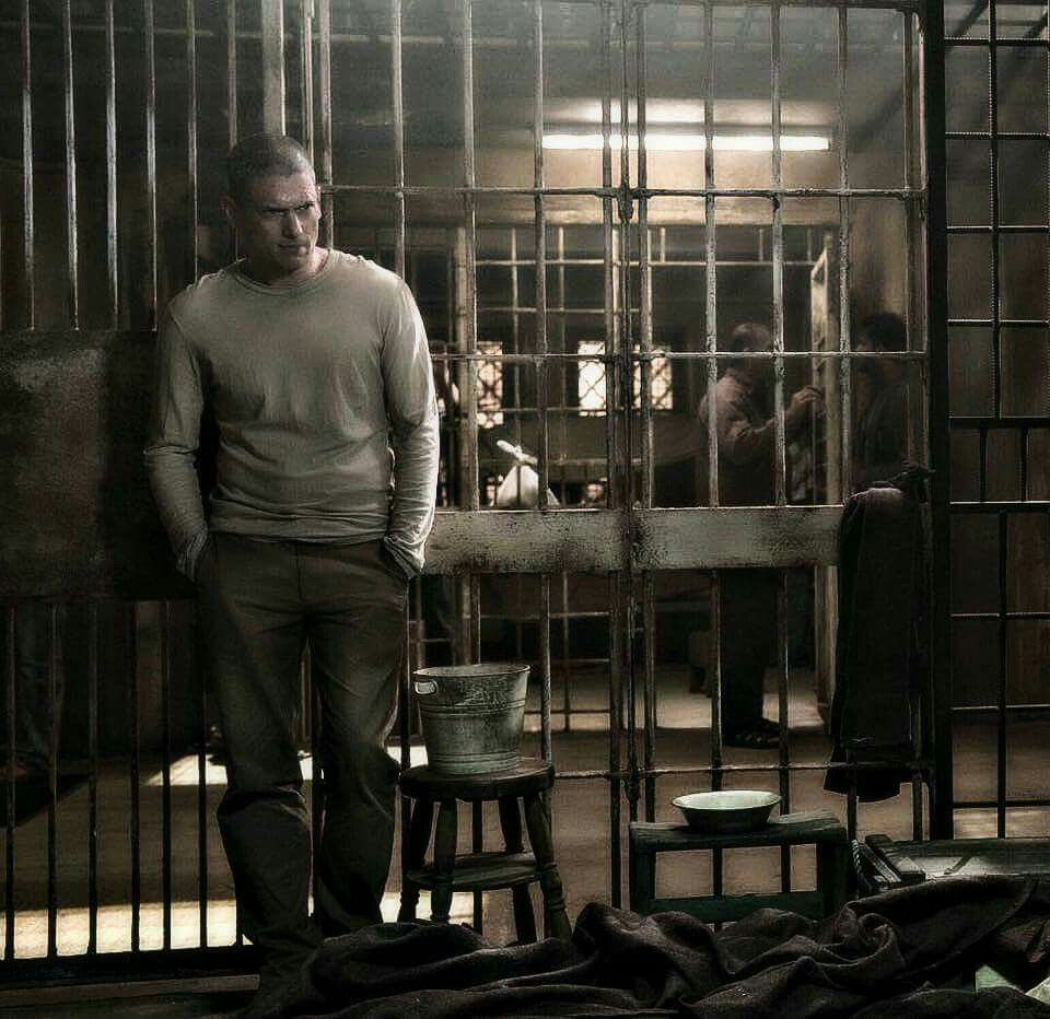 Pin By Azizalotibi On برزن بريك In 2020 Prison Break Prison Wentworth Miller
