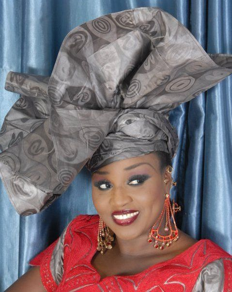 Épinglé sur modèle de foulard attaché