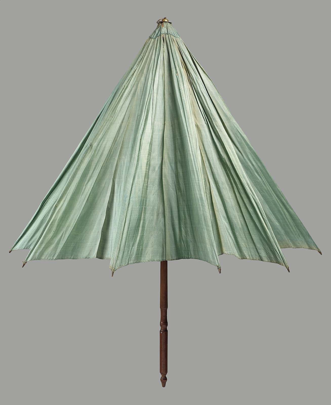 Late 18th to early 19th century, America - Parasol - Plain weave silk cover, wood stick, whale bone ribs, brass ferule and tips