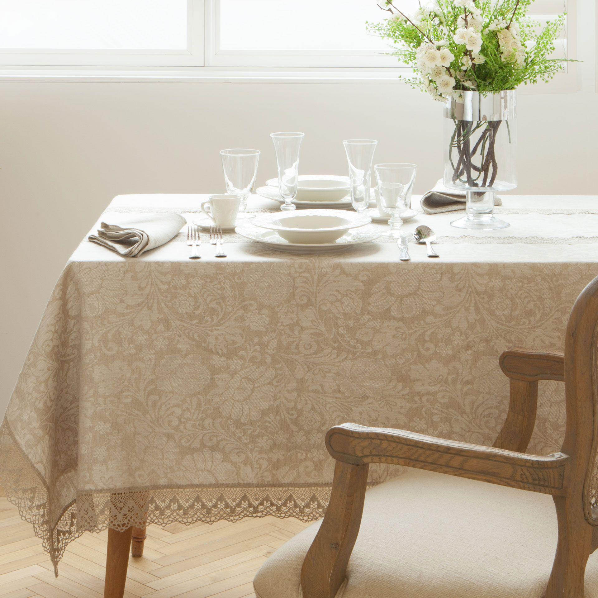 Mantel y servilleta lino puntilla servilleta mantel y zara for Zara home manteles mesa