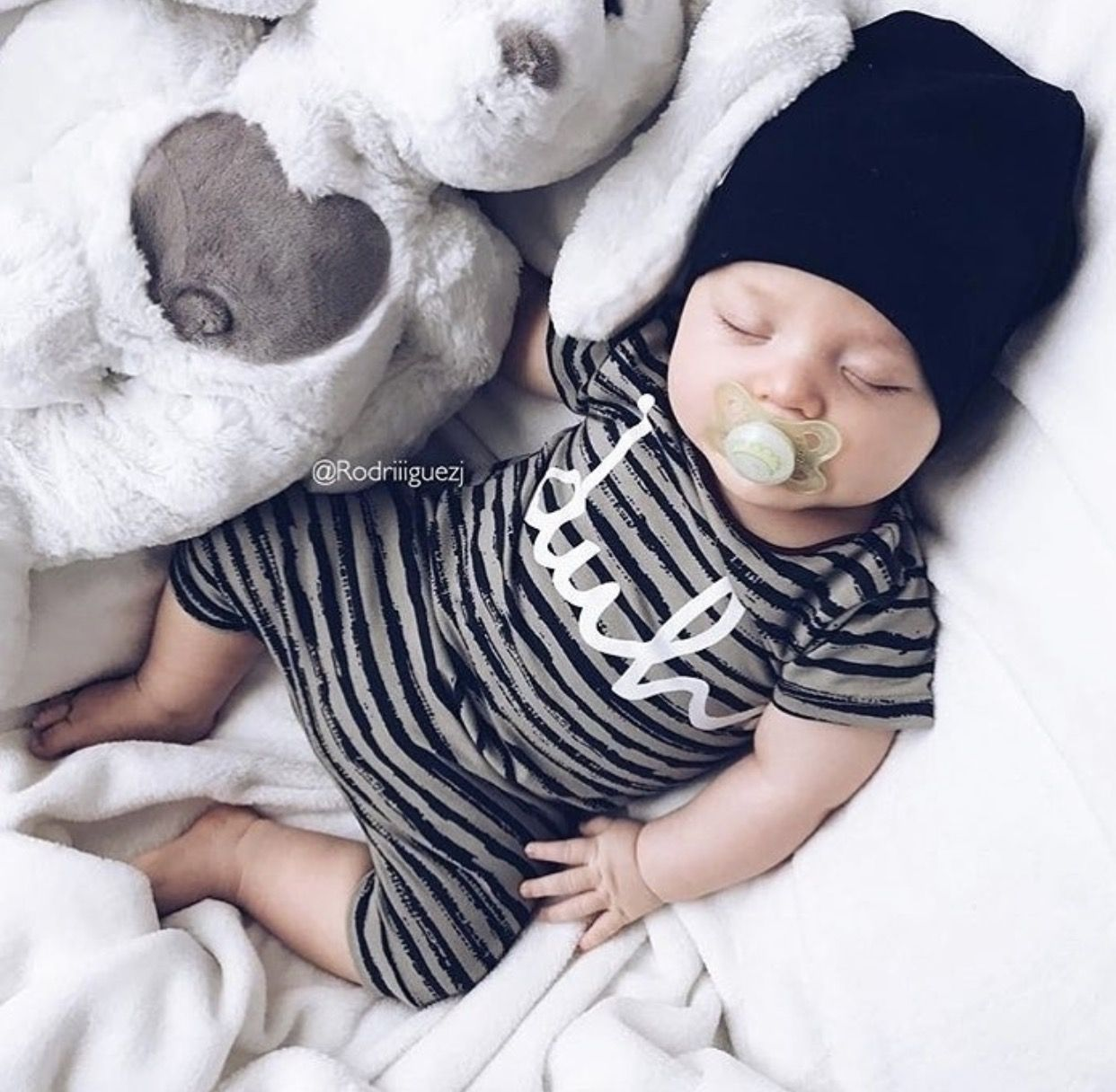 how to look after a newborn baby boy