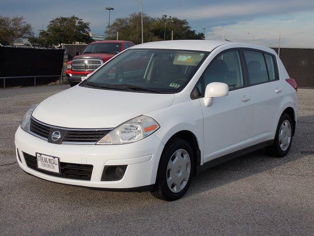 Nissan Versa 2009 White Hatchback 1 8 S Gasoline 4 Cylinders Front Nissan Versa Hatchback Nissan