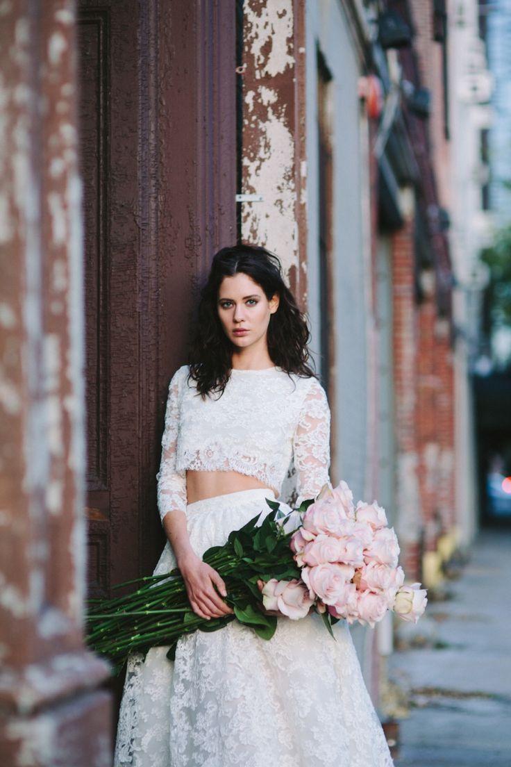 54e2618aedadf 大流行の予感♡ツーピースのウェディングドレスが可愛くってエレガント♩ にて紹介している画像