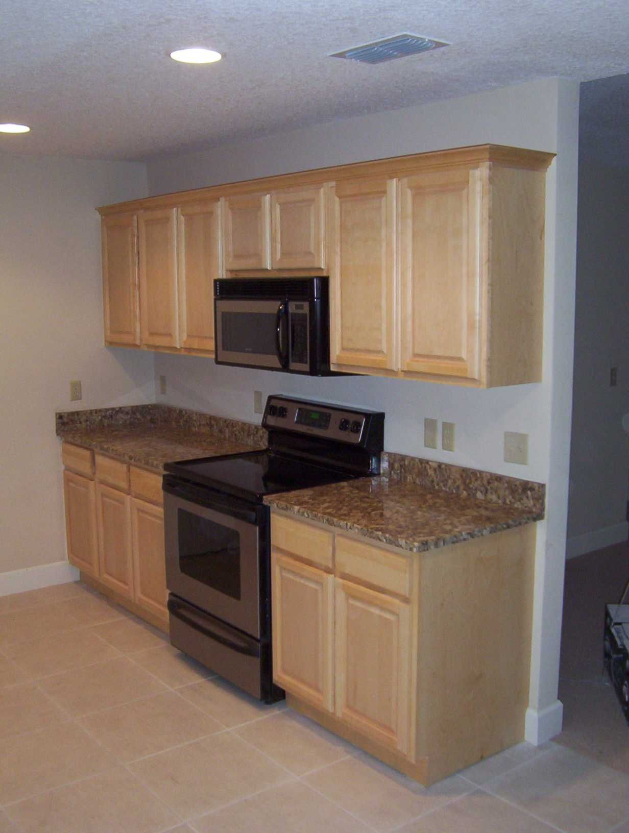 Pictures of kitchens with natural maple cabinets classic for Light colored kitchen cabinets