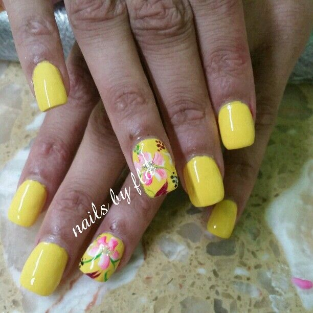 Floral acrylic nails