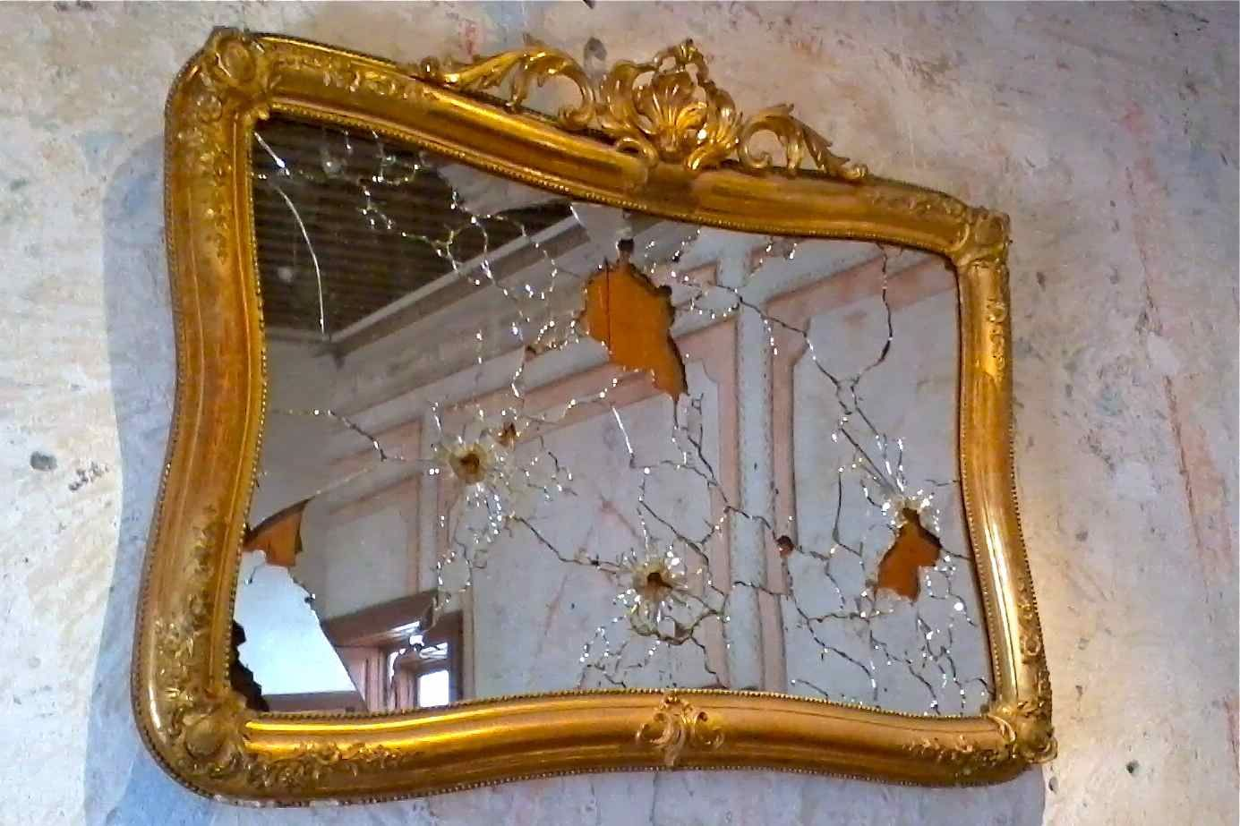 An antique mirror damaged by bullets in the Serdán home, now the Museum of  the Mexican Revolution. | Puebla, Mexican revolution, Museum