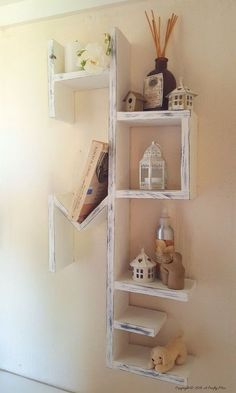 L Idee Deco Du Samedi Une Etagere Home Avec Du Bois De Palette Floriane Lemarie Diy Pallet Furniture Wooden Pallet Furniture Diy Furniture