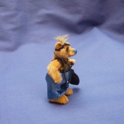 Evie by Sally Lambert | Teddy Bears