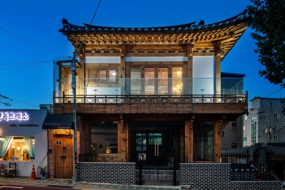 Traditional korean house w modern interior Guesthouses for Rent in Jongno gu Seoul South Korea