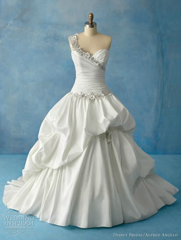 This gown was inspired by Tiana of Disney\'s The Princess and the ...