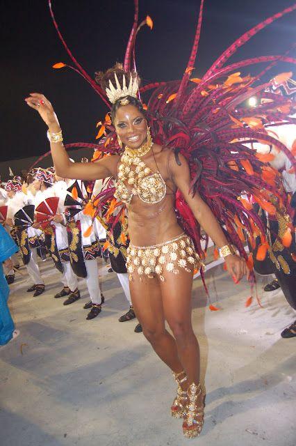 Adriana Bombom Apresentadora Passista De Escola De Samba E
