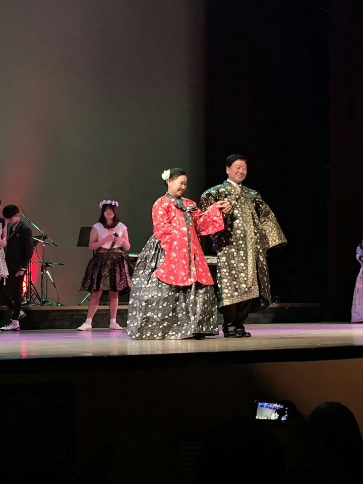 paper dress fashion show 1