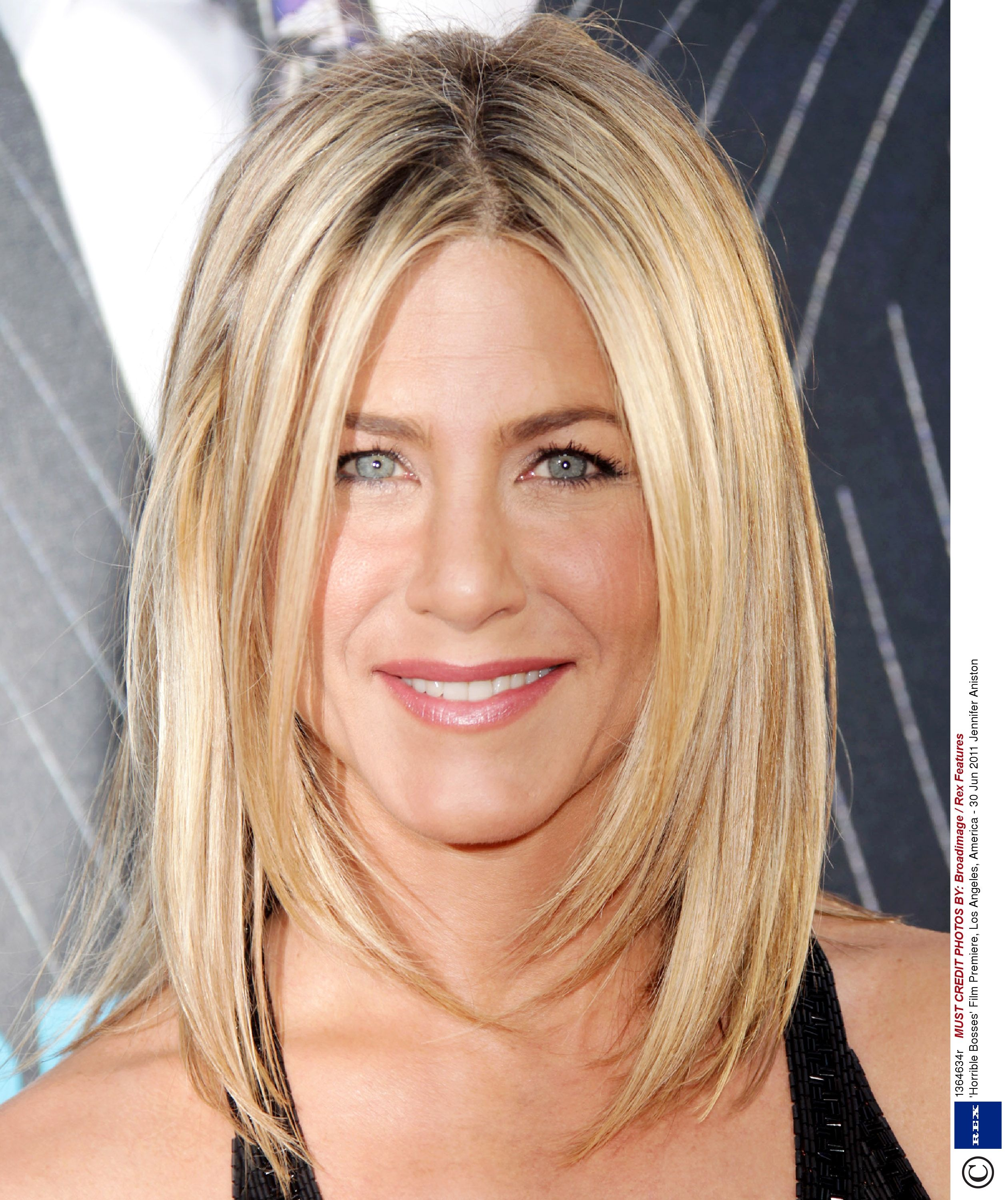 jennifer aniston's glowing long bob | hairstyles | jennifer