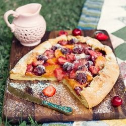 Afraid of making pastry because it doesn't look perfect? Try this free-from tart and give your desert a rustic look that is so in right now!