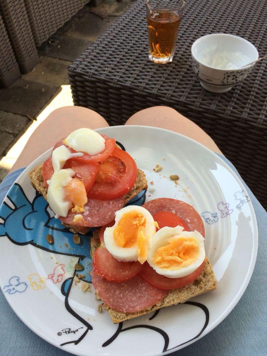 Lekkere lunch! Pompoenbroodjes met salami light(Lidl),tomaat en ei! Eenvoudig maar superlekker!😆