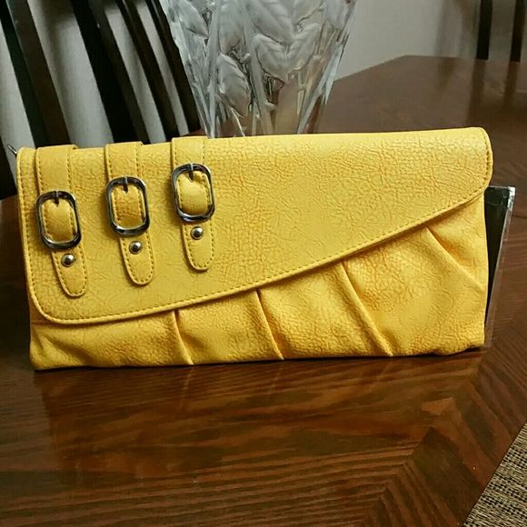 REALLY CUTE YELLOW CLUTCH Beautiful clutch come with chain for over shoulder. Miztique Bags Clutches & Wristlets