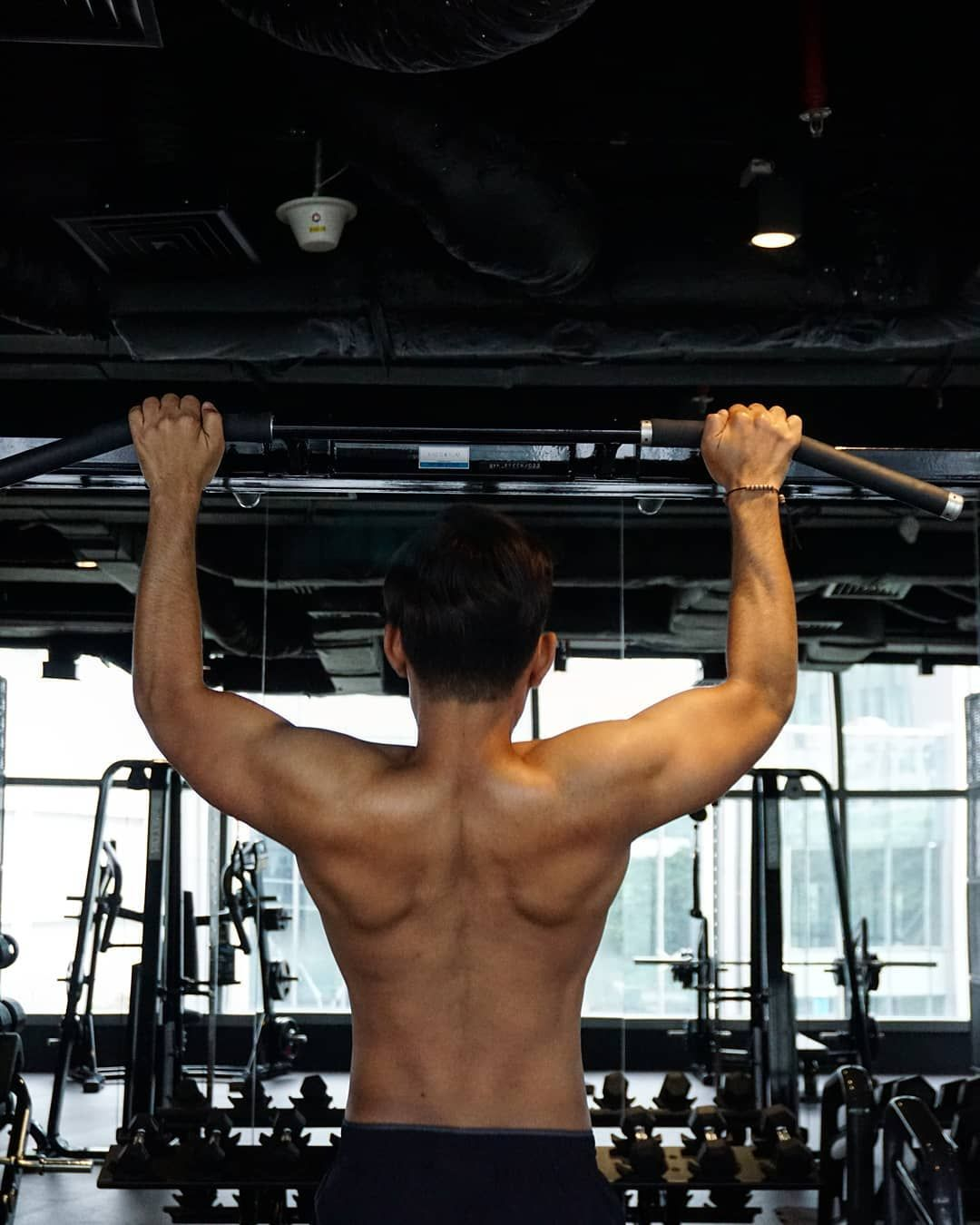 Follow us for more GYMworkout  Check.. Your Back  #stayathome  #stayhome  #pullups  #saturdaynight...