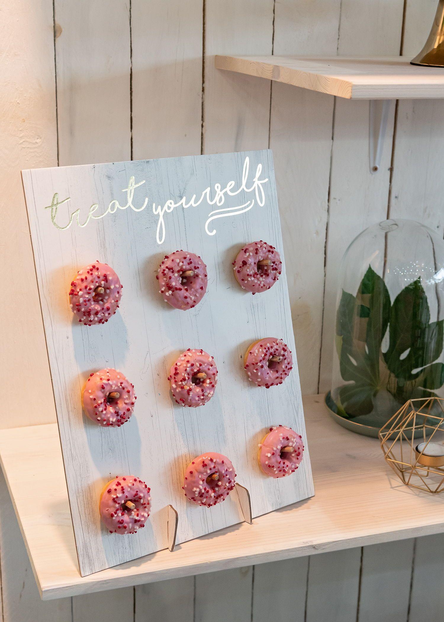 Eine Donatwall ist eine tolle Ergänzung für eure Candybar! Foto: Jan Radtke