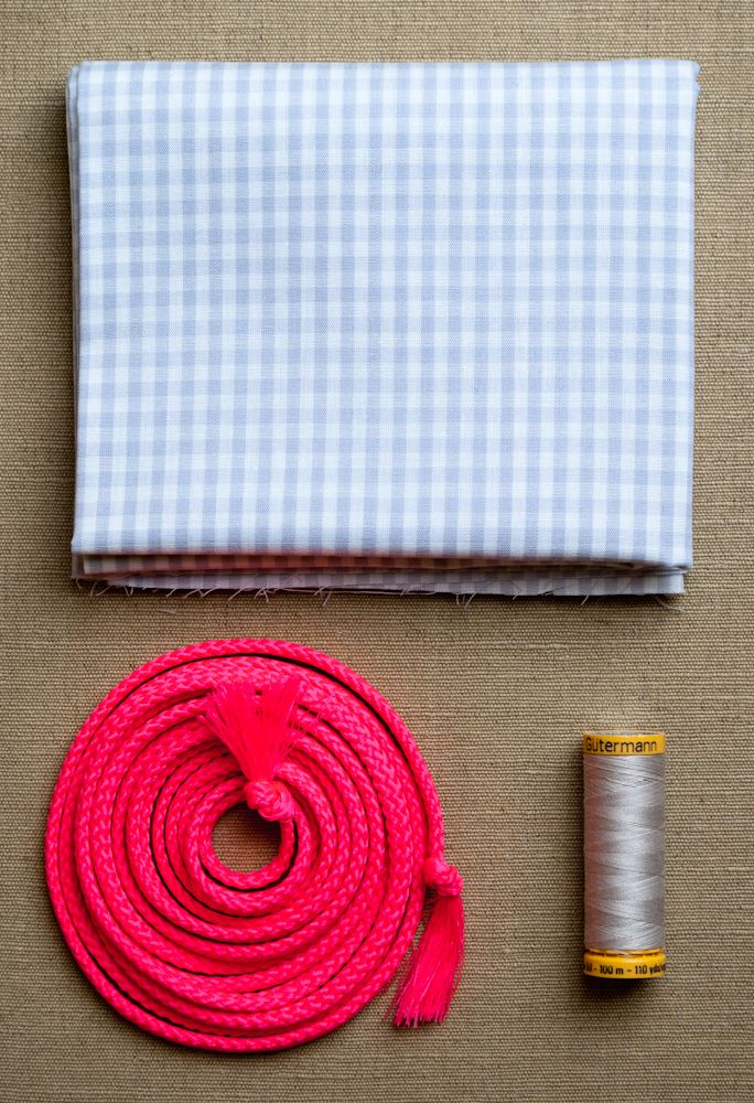 Materials for Easy Drawstring Bags from Purl Soho: The Purl Bee's Easy Drawstring Bags come in handy all the time! For craft projects, of course, but these simple sacks are also great for wrapping gifts, packing toiletries, stashing jewelry, and organizing drawers. And our ready-to-go kits of lightweight ginghams, woven cottons and fresh trims bring a summertime ease to this easiest of all projects! Each kit includes materials to make an Easy Drawstring Bags of any size: 1/2 yard of fabric…