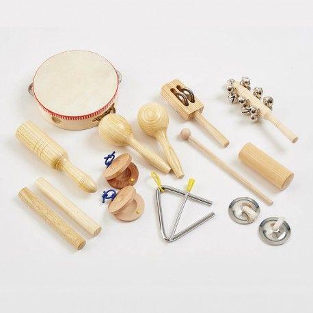 MALETTE À PERCUSSIONS MU292 Produit standard 10 instruments de musique en bois et métal : un tambourin, une paire de castagnette, un triangle, un guiro, une paire de cymbales à doigts, une paire de maracas, un bâton à grelots, un bâton à cymbales, deux bâtons rythmiques et un mini arbre à pluie. Dim. mallette de transport 27 x 25 cm. Dès 3 ans.