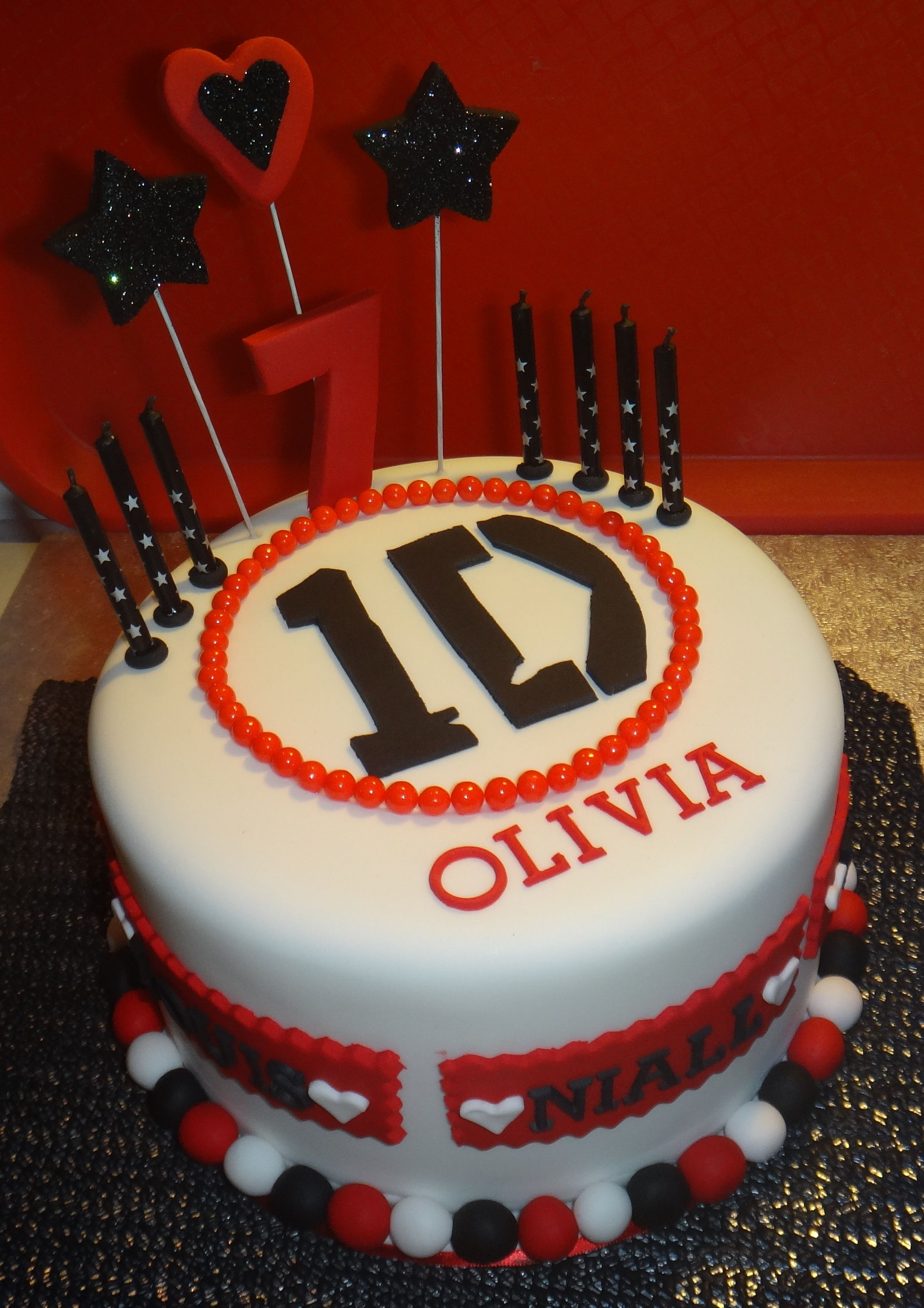 Olivias 1D birthday cake It even has the boys name around the