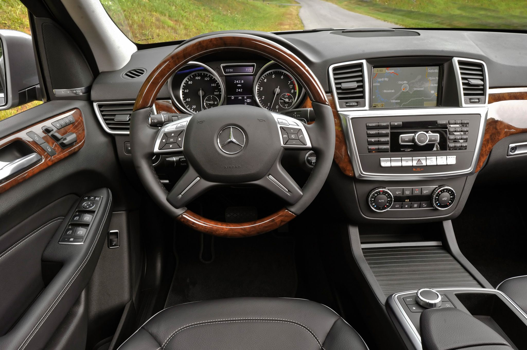 2014 Mercedes Benz M Class Awarded Iihs Top Safety Pick Mercedes Benz Ml350 Mercedes Benz Mercedes Interior