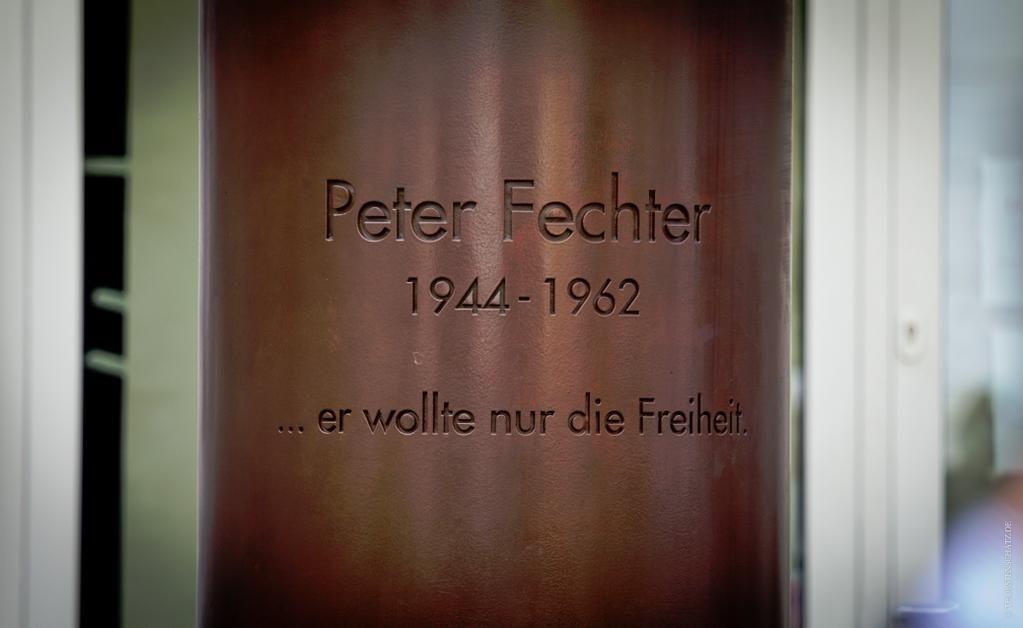 Peter Fechter va morir als 18 anys, tirotejat pels guàrdies alemanys del mur de Berlín, quan intentava fugir de Berlín Est. Era l'any 1962 | Er wollte nur die #Freiheit #murdeberlin Peter Fechter va morir als 18 anys, tirotejat pels guàrdies alemanys del mur de Berlín, quan intentava fugir de Berlín Est. Era l'any 1962 | Er wollte nur die #Freiheit #murdeberlin Peter Fechter va morir als 18 anys, tirotejat pels guàrdies alemanys del mur de Berlín, quan intentava fugir de Berlín Est. Era #murdeberlin