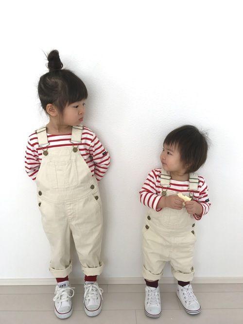 白 × 赤 コーデ☺︎ 妹にもボルドーの靴下履かせたのに黒に見える😭 今日はアリスに入園写真を撮り