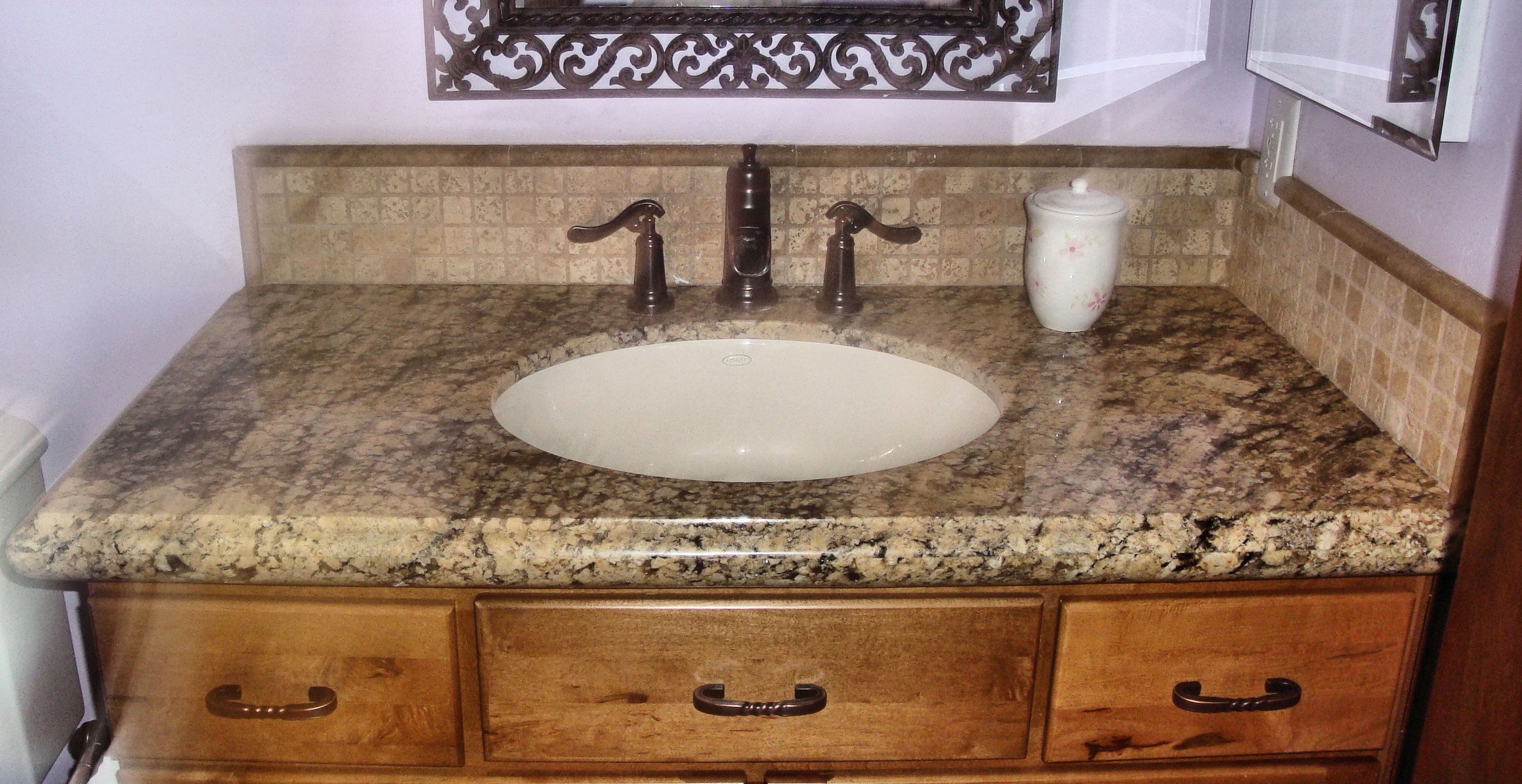 Granite bathroom countertops beige granite bathroom for Bathroom countertops