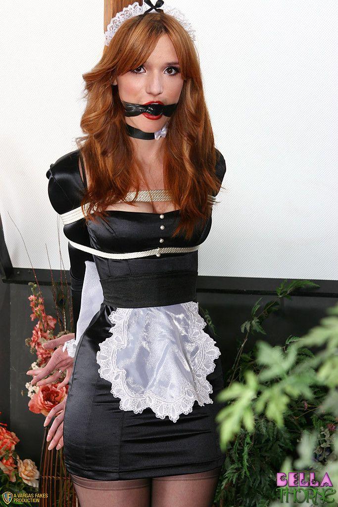 Дама порно горничная с завязанным ртом дает