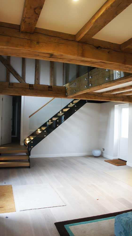 Best Bespoke Staircase Godalming With Oak Treads And Frameless 400 x 300