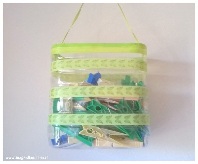 Reciclo contenitore di plastica