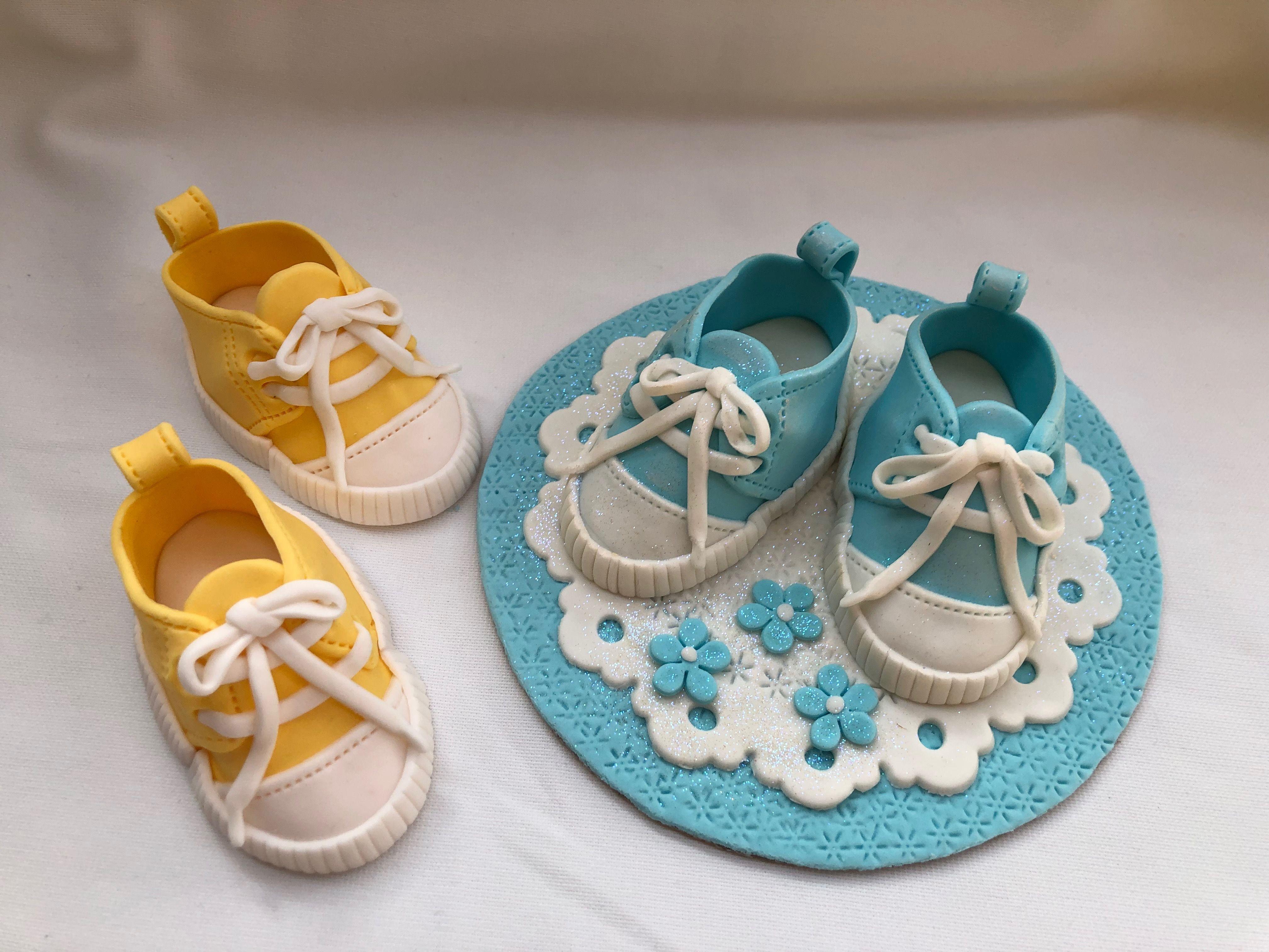 Fondant baby sneakers   Baby sneakers, Fondant baby, Baby ...