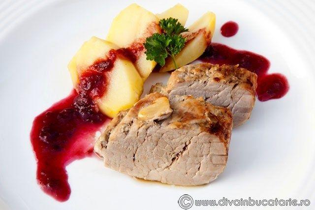 Muschiulet de porc cu sos de prune
