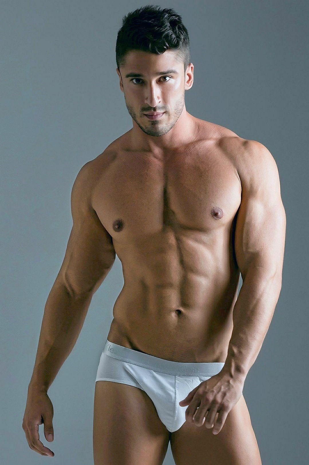 Fan favorite and Brazilian bodybuilding champ Samuel Vieira