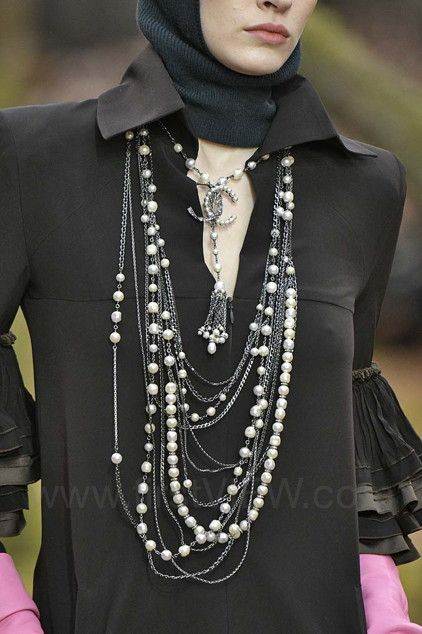 d1b48c8b62c3 Chanel - Ready-to-Wear - Runway Details - Women Fall   Winter 2018   CHANEL  bijoux   Pinterest   Chanel, Chanel handbags and Chanel couture